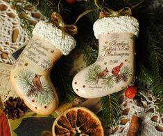 Совсем немного осталось до нового года! Как же хочется порадовать своих друзей и близких чудесными подарками! А хотите, чтобы ваш подарок стал особенным, запоминающимся, чтобы он стал памятным на долгие времена ... Таким подарком может стать именной набор игрушек. С одной стороны игрушки милый новогодний сюжет! С обратной стороны - инициалы, новогодние пожелания, все самые теплые слова, которые хочется оставить на долгую память ...