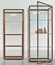 Display cabinet 45° by MOLTENI & C. | #design Ron Gilad @Molteni Arredamenti Arredamenti&C Dada