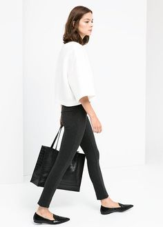 Boxy top + pointed flats + Croc tote