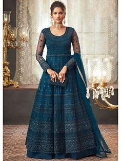 Looking to buy Anarkali online? ✓ Buy the latest designer Anarkali suits at Lashkaraa, with a variety of long Anarkali suits, party wear & Anarkali dresses! Robe Anarkali, Costumes Anarkali, Indian Anarkali, Indian Gowns, Anarkali Suits, Indian Wear, Indian Outfits, Pakistani, Punjabi Suits
