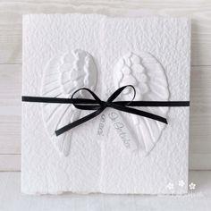 """Mit dieser handgemachten und individualisierbaren Trauerkarte """"Engelsflügel"""" für Erwachsene, Kinder und Baby's können Sie den Angehörigen ihr herzliches Beileid ausdrücken. Die Karte besteht aus handgeschöpftem Papier, welches ich mit viel Leidenschaft selbst schöpfe. Die Karte ist in 11 Farbvariationen erhältlich. Eine Individualisierung mit einem Wunsch-Titel kann ebenfalls gewählt werden. #Beileidskarte #Trauerkarte #Kind #Baby #Engelsflügel #beileid #beige #handgemacht #anteilnahme Bobby Pins, Hair Accessories, Paper, Baby Angel Wings, Adult Children, Wish, Embellishments, Passion, Hair Pins"""