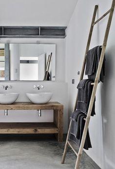 Adoro il bagno rustico! Ti piace questo stile?! Puoi realizzarne uno anche se abiti in centro città...l'importante è sapere come arredarlo. Nella guida del blog ti racconto come realizzare un bagno rustico contemporaneo #bagno #arredobagno #interiordesign #bathroom #bathroomdesign #salledebain