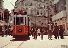 充滿復古感的伊斯坦布爾新城街景,獨立大街上的懷古輕軌車。 ©Nurdan Sayar