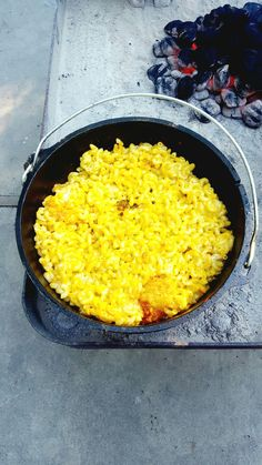 My favorite meal since I was a child has always been Mac and Cheese! Why not eat it while camping with Dutch Oven Mac and Cheese? 🤔 I'm not sure if the mustard is needed here? Best Camping Meals, Camping Dishes, Camping Snacks, Camping Recipes, Camping Ideas, Camp Meals, Camping Checklist, Camping Life, Campfire Dutch Oven Recipes