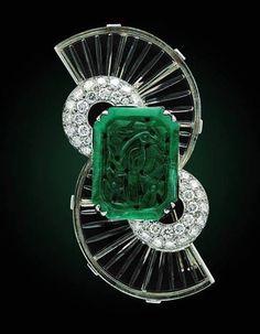 Art Deco vintage Boucheron brooch carved emerald, rock crystal and diamonds Art Deco Schmuck, Bijoux Art Nouveau, Bijoux Design, Jewelry Design, Art Deco Jewelry, Fine Jewelry, Body Jewelry, Boucheron Jewelry, Antique Jewelry