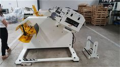 Decoiling And Straightening Machine