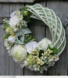 Wreath Crafts, Diy Wreath, Door Wreaths, Easter Wreaths, Summer Wreath, How To Make Wreaths, Memorial Day, Flower Arrangements, Floral Wreath
