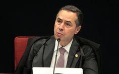 """O ministro Luís Roberto Barroso, do STF, concedeu liminar à oposição no Senado, neste sábado, proibindo a doação de R$ 130 bilhões do erário às empresas telefônicas; """"Recebo a notícia de que o ministro Luís Roberto Barroso determinou a volta ao Senado do absurdo PL da """"doação às telefônicas""""; """"Temos juízes no Brasil"""", comemorou o senador Roberto Requião (PMDB-PR); antes de proferir sua decisão, Barroso consultou os senadores Vanessa Grazziotin (PCdoB-AM) e Requião (PMDB-PR) que denuncia..."""
