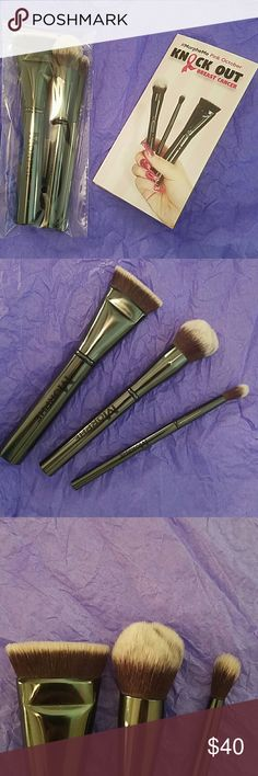 Morphe brushes Exclusive Brushes  Flat countor brush Small pointed powder brush Tapered blending fluff brush  📍 These have not been opened. I have a set of my own and those are the brushes in the photo.  📍 brushes sold together Makeup