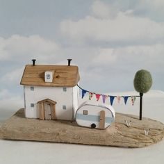Holiday Time. #driftwood #shabbydaisies #littlehouse #littlecottage #seaside…