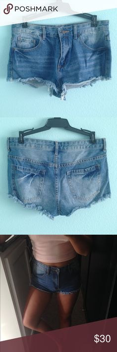 Dark wash high waisted shorts Jean shorts. Zipper and button fully works. All pockets are real. Shorts Jean Shorts