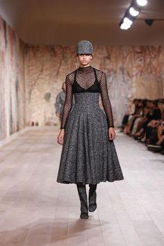 Chanel, Dior, And Balenciaga Reclaim The Couture Runway Christian Dior Couture, Dior Haute Couture, Couture Week, Paris Fashion, Winter Fashion, Fashion Calendar, Maria Grazia, Ideias Fashion, Dress Up
