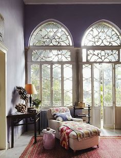 Oh how I love these windows! I want to think of a way to use them in a design. Possibly a stained-glass design Le Living, Living Spaces, Living Room, Apartment Living, Modern Living, Cozy Apartment, Style At Home, Sweet Home, Interior And Exterior