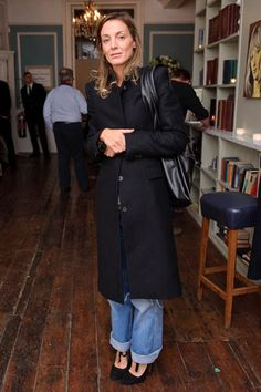 Risultati immagini per phoebe philo street style Phoebe Philo, Sofia Coppola Style, Celine, Chic Outfits, Fashion Outfits, Blue Jean Outfits, Look Fashion, Fashion Design, Fall Fashion