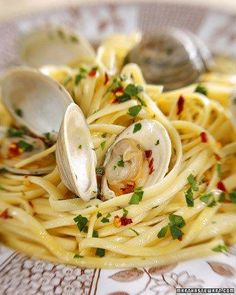 For really vibrant flavor, marinate your garlic and chili flakes in olive oil in advance of cooking. To complement the meal, serve this classic Italian pasta dish with a bottle of crisp white wine. From the book Clam Recipes, Seafood Pasta Recipes, Shellfish Recipes, Seafood Dishes, Cooking Recipes, Linguine And Clams, White Clam Sauce, Italian Pasta Dishes, Italian Recipes