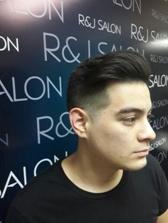 Diseño de corte de cabello by R&J SALON @rjsalon_  R&J SALON Hair design.  Bethania. Camino Real. PREVIA CITA. 3948158 / 59 @jkharyn @rodolfoalexander #perfecto #jkharyn #rjsalon #rodolfo03 #Biosilk #silkpolish #magictouch #mister #hair #hairstyle #hairstylist #gentleman #alfaparf #uniqone #semidilino #schwarzkopfprofessional #caballeros #moderno #masculino #faceprimer #schwarzkopf #pliablepolish.