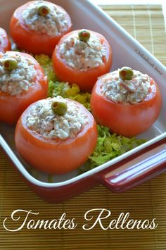 Los Tomates Rellenos son la receta perfecta para utilizar el arroz te quedó de otra comida y es el acompañante ideal de cualquier platillo de cuaresma Dairy Free Recipes, Veggie Recipes, Cooking Recipes, Healthy Recipes, Vegetarian Recepies, Tapas, La Marmite, Chilean Recipes, Creative Food