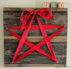 Just decorate your Christmas pallet with a star-shaped red ribbon for simple and rustic decor.