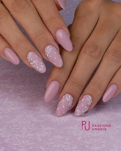 Semi-permanent varnish, false nails, patches: which manicure to choose? - My Nails Rose Nails, Purple Nails, Flower Nails, Hair And Nails, My Nails, Nagel Blog, Nagel Hacks, Nagellack Trends, Bridal Nails