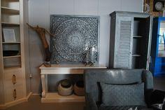 Schilderij #schilderij #art #standbeeld #chair #stoelen #kast #cabinet #meubelsenmeer #mijdrecht #interieurwinkel #interieur #interior #interiorstore #wood #grey #blue