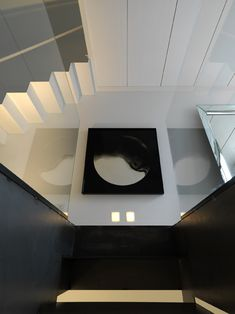 Find your favorite Minimalist living room photos here. Browse through images of inspiring Minimalist living room ideas to create your perfect home. Stair Landing Decor, Staircase Wall Decor, Staircase Walls, Living Room Photos, Small Living Rooms, Modern Interior Design, Interior Architecture, Loft Conversion Stairs, Home Decor Inspiration