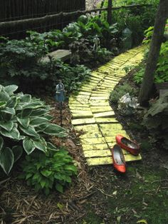 Yellow brick road leads through a Wizard of OZ garden : A Magical Garden Tour....Let's Go To The Saffert's!