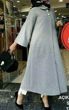 جدیدترین مدل مانتو پاییزه و زمستانه - Tesettür Hırka Modelleri 2020 - Tesettür Modelleri ve Modası 2019 ve 2020 Hijab Style Dress, Casual Hijab Outfit, Hijab Chic, Islamic Fashion, Muslim Fashion, Modest Fashion, Fashion Dresses, Mode Abaya, Muslim Dress