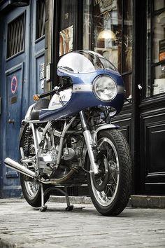 Ducati 900 SS 1975, à vendre chez Legend Motors Lille.