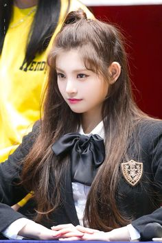 Hangzhou, South Korean Girls, Korean Girl Groups, Yuehua Entertainment, Cute Japanese, Kpop Outfits, Korean Beauty, Pop Group, Girl Crushes