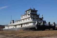 The Eerily Fascinating Story Behind The Spooky Abandoned Ghost Ship In Wisconsin Abandoned Ships, Abandoned Castles, Abandoned Mansions, Abandoned Houses, Abandoned Places, Haunted Houses, Prairie Du Chien Wisconsin, Fort Madison, Wisconsin Vacation