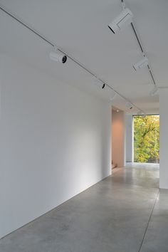 Hallway in Gallery Lannoo, Ghent, Belgium, by Glenn Sestig Architects. Interior design