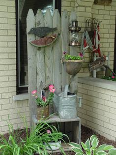 So cute!  Love the arrangement. Going to make myself one of these for my small front porch.  This would be perfect.