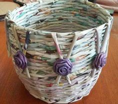 Recycled Magazine Crafts, Recycled Paper Crafts, Paper Bag Crafts, Paper Flowers Craft, Burlap Crafts, Newspaper Basket, Newspaper Crafts, Paper Basket Weaving, Paper Beads Tutorial