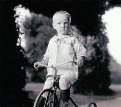 Foto de Bellas Artes de pequeño DAvid paseos Old Fashioned triciclo impresión…