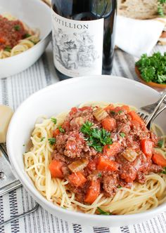 Slow Cooker Spaghetti Sauce is rich, hearty and easy to make. This sauce mixes flavorful ground beef and pork with vegetables and sweet tomatoes. Slow Cooker Ground Beef, Crock Pot Slow Cooker, Slow Cooker Recipes, Crockpot Recipes, Healthy Recipes, Slow Cooker Spaghetti Sauce, Slow Cooker Bolognese Sauce, Beef Pasta, Sauce Recipes