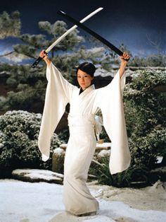 Lucy Liu as O Ren Ishii White Kimono Fight Costume from Kill Bill Vol 1 directed by Quentin Tarantino 2003 Lucy Liu Kill Bill, Kill Bill Vol 1, Quentin Tarantino, Tarantino Films, Gi Joe, Furisode Kimono, Silk Kimono, Female Villains, Ally Mcbeal
