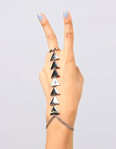 Triangle Ring Hand Chain - this braclet! Handmade Accessories, Jewelry Accessories, Fashion Accessories, Fashion Jewelry, Funky Fashion, Fashion Beauty, Women's Fashion, Street Fashion, Triangle Ring