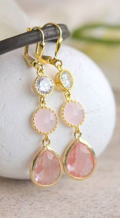 Grapefruit Pink and Light Pink Drop Earrings in Gold. Pink and Coral Bridesmaid Dangle Earrings. Drop. Jewelry Gift. Wedding. Bridal.