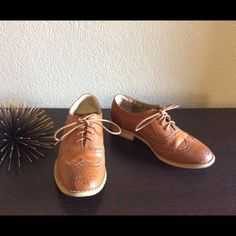 Adorable wingtip oxfords Steve Madden brown wingtip oxfords. Discoloration on toe of left shoe, few dings on heel as shown in photos. Steve Madden Shoes Flats & Loafers