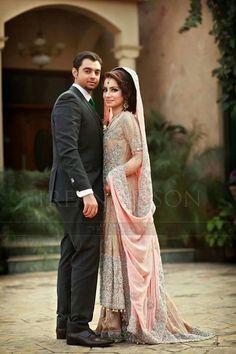 design with the hand thing, not the color tho Irfan Ahson, Pakistani wedding dress, pakistani wedding, Pakistani fashion Pakistani Wedding Outfits, Pakistani Bridal Wear, Pakistani Couture, Walima Dress, Desi Wedding, Wedding Poses, Wedding Ideas, Wedding Attire, Wedding Themes