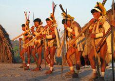 Fotografia de um ritual indigena brasileiro