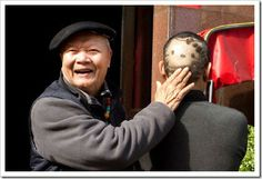 50-year-old Taiwanese man had Hello Kitty shaved on the back of his head to amuse his 80-year-old father!