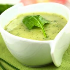 Thick and creamy spinach soup Chowder Soup, Chowder Recipes, Soup Recipes, Cooking Recipes, Good Healthy Recipes, Healthy Snacks, Creamy Spinach Soup, Aperitivos Finger Food, Avocado Soup