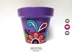 Colorful hand painted pot @AgathaCreaciones on Facebook Painted Clay Pots, Painted Flower Pots, Painted Mugs, Hand Painted, Flower Pot Crafts, Clay Pot Crafts, Christmas Presents To Make, Pots D'argile, Flower Pot People