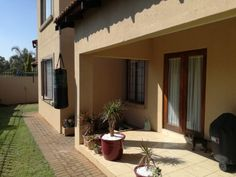 18 Properties and Homes For Sale in Theresapark, Akasia, Gauteng Home Buying, Townhouse, Beautiful Homes, Houses, Patio, Bedroom, Outdoor Decor, Home Decor, House Of Beauty