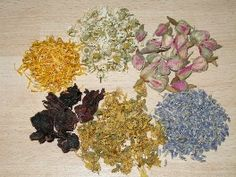 German site, how to combine herbal teas. Max 7 herbs in one blend, tips on combining main herbs with deco herbs etc. Herbal Tea Benefits, Herbal Teas, Drink Tags, Natural Energy, Tea Blends, Tea Recipes, Detox Drinks, Herbalism, Beautiful Pictures