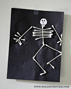 Halloween craft @Stephanie Close Close Close Close Close Close Q tip cotton swab skeleton man. Awesome kindergarten, first grade, young kid, craft