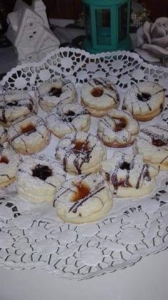 Linzer karika, tedd dobozba és másnapra már finom, puha lesz! - Egyszerű Gyors Receptek Camembert Cheese, Dairy, Cookies, Recipies, Crack Crackers, Biscuits, Cookie Recipes, Cookie, Biscuit