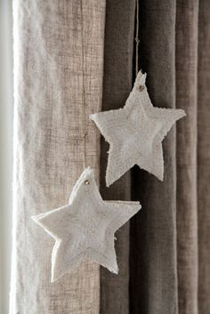 burlap stars | Modern Country Auf moderncountry.blogspot.com http://www.pinterest.com/SueAnnCloseMaas/~to-makesomedaysooni-hope~/