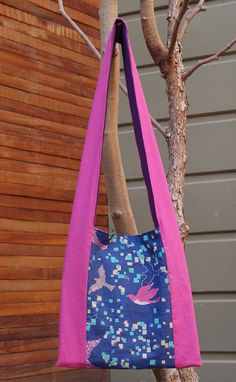 This purse is adorable. I wish I had the birdie fabric!! Also, this blogger has tons of other purses and projects that I'll be sure to look at later.